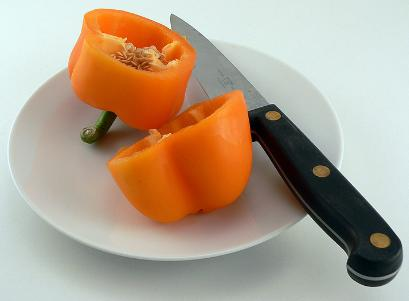 Knife to cut a capsicum